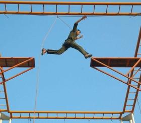 拓展项目高空断桥